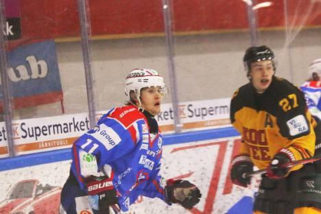 Justus Mikkonen (11) väläytteli luistelutaitoaan KOOVEEtä vastaan tekemällä KeuPa HT:n toisen maalin.