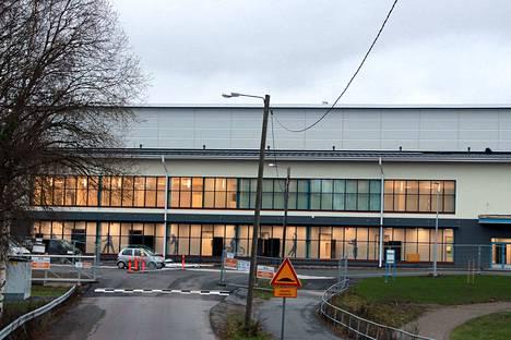 Nakkilan uusi liikuntakeskus valmistunee luovutuskuntoon jo ennen joulua. Avajaisviikko starttaa 14. tammikuuta.
