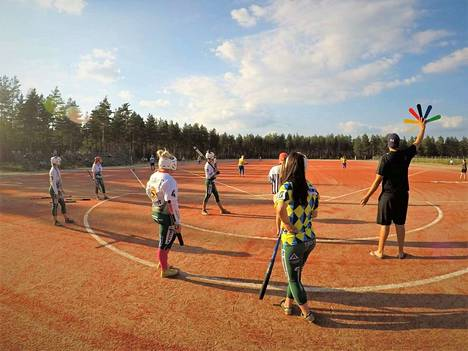 Ensimmäinen peli Pitkäjärven uudella tekonurmikentällä pelattiin 24. heinäkuuta. KK-V:tä vastaan asettui tuolloin Loimaa.