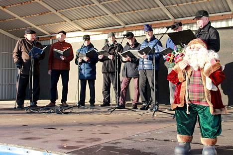 Harjavallan työväenkuoron lauluyhtye Kvartti lauloi sekä joululauluja että muuta viihdemusiikkia.