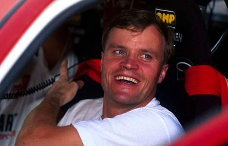 Tommi Mäkinen oli vuonna 1996 matkalla uransa ensimmäiseen kuljettajien maailmanmestaruuteen. Kuva Thaimaan rallista. Mäkinen voitti mestaruuden kuskina neljästi: 1996–99.