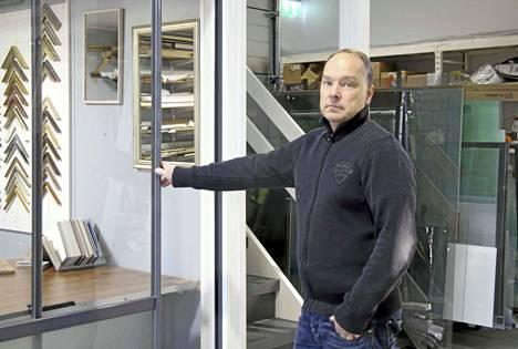 Muun muassa sisä- ja ulkotiloihin tulevien lasituotteiden ja lasikaiteiden valmistus työllistää yrittäjä Tommi Träffiä ja hänen omistamansa Lasisiipi Oy:n väkeä Keuruulla.