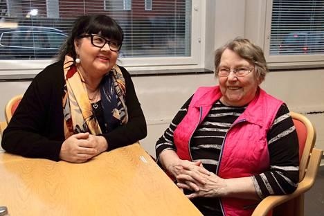 Katariina Lankoski ja Ritva Pajunen kaipaavat uusia jäseniä Koivurinteen naistoimikuntaan.