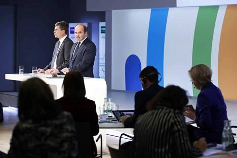 BASF:n talousjohtaja Hans-Ulrich Engel ja toimitusjohtaja Martin Brudermüller esittelivät yhtiön uuden strategian tällä viikolla. Yhtiö muun muassa sitoutuu pitämään kasvihuonepäästöt nykyisellä tasolla vuoteen 2030 saakka.