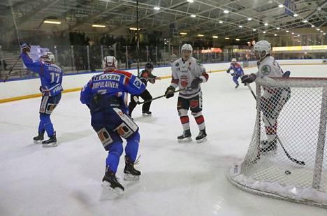 Aleksi Rutanen (17) huudatti Keuruun jäähallia 3-3 -tasoitusmaalillaan, jolla ottelu venyi aina jatkoajalle ja voittolaukauskisaan saakka.