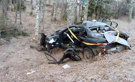 Poliisi jatkaa onnettomuuden tutkintaa eikä tiedota asiasta tässä vaiheessa enempää.