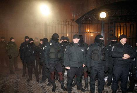Suuri määrä poliiseja oli Kiovan kaduilla sunnuntaina varmistamassa, etteivät mielenosoitukset kärjisty.