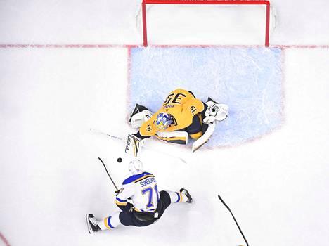 Pekka Rinne avitti Predatorsin voittoon Ducksista sunnuntai-illan kierroksella.
