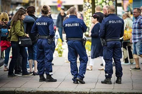 Poliisi kirjasi vuonna 2017 eniten viharikosepäilyjä elokuussa 2017. Tutkimuksessa arvioidaan, että yhtenä syynä oli Turussa sattunut puukotus.