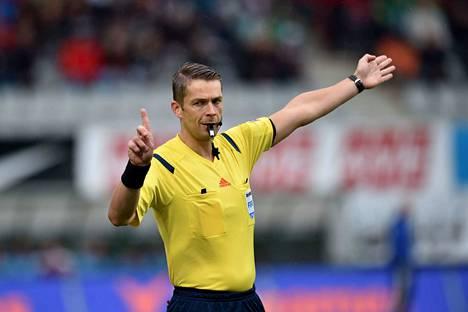 Mattias Gestranius on viheltänyt pitkään Eurooppa-liigassa. Kuva heinäkuulta 2015, jolloin hän oli tuomarina FK Jablonecin ja FC Kööpenhaminan välisessä Eurooppa-liigan karsintaottelussa.
