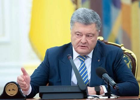 Ukrainan presidentti Petro Petrošenko ehdottaa poikkeustilan asettamista maahan.