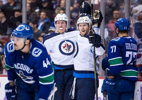 Patrik Laineen viikko sujui varsin mukavasti: neljässä ottelussa 11 maalia. Laineen kanssa juhlii Winnipegin Kyle Connor.