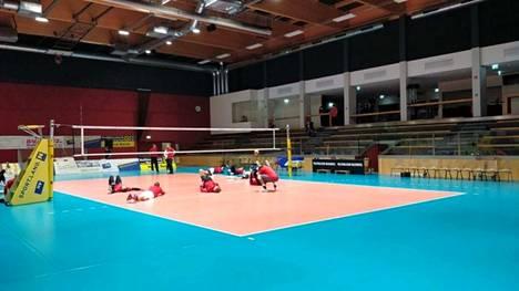 VaLePan pelaajat pääsivät ottamaan tuntumaa CEV-cup-ottelun pelihalliin maanantai-iltana Itävallassa.