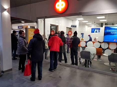 Valkeakosken, Akaan ja Urjalan osuuspankit yhdistävät hallintonsa. Valkeakosken konttorista tulee uuden pankin pääkonttori.