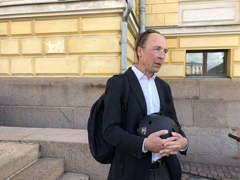 Perussuomalaisten puheenjohtaja Jussi Halla-aho kommentoi lempääläläisen valtuutetun kirjoituksia.