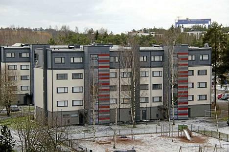 Raision Vuokra-asunnot Oy panosti pieniin vuokra-asuntoihin peruskorjaamalla vuonna 2016 Raision Lumparlassa sijaitsevat Kuulaharjan talot.