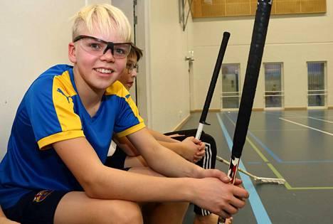 Paunun koulussa seiskaluokkaa käyvä Elmeri Konstari on liikuntaluokkalainen. Hän liikkuu koulussa neljä tuntia viikossa ja sen lisäksi harrastaa muun muassa jalkapalloa. –Melkein joka päivä liikun jollain tavalla.
