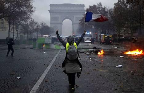 Pariisissa keltaliivien mielenosoituksista on syntynyt väkivaltaisuuksia. Lauantaina protesteissa loukkaantui jopa 65 ihmistä.
