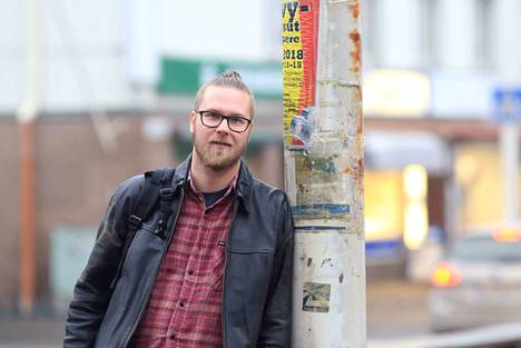 Juuso Toikkanen on julkaissut toisen runoteoksensa. Kaupunkia suurempi ego ilmestyi lokakuussa 2018.
