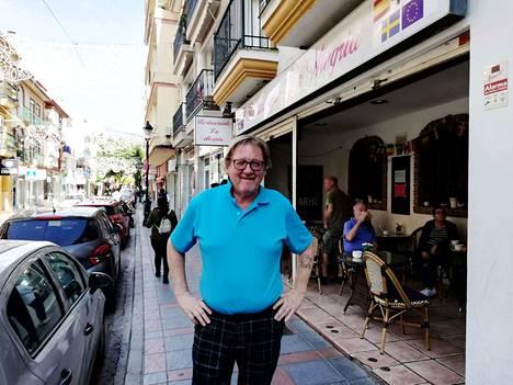Huoli. Fuengirolassa asuvaa eläkeläistä Kari Karjalaista mietityttää, millaiset verot hän joutuu maksamaan.