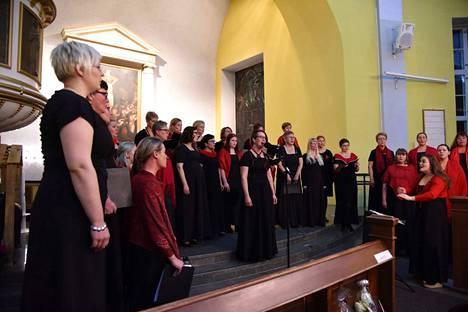 Nota Bene konsertoi Nokian kirkossa ensimmäisenä adventtina. Kuoroa johtaa Ive Riihimäki.