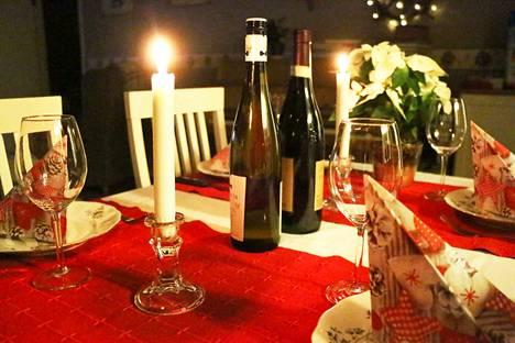 Jouluateria on yksi suomalaisen ruokavuoden perinteikkäimmistä aterioista. Aterialle voi hakea vaihtoehtoja uusista raaka-aineista ja ateriakokonaisuuksista.