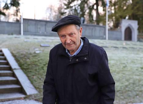 Sotaveteraani Matti Heinonen, 94, saapui itsenäisyyspäivän jumalanpalvelukseen ja sankarihaudoilla pidettyyn muistohetkeen Nokian kirkolle.