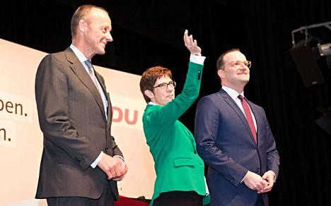 Friedrich Merz (vas.), Annegret Kramp-Karrenbauer ja Jens Spahn ovat esittäytyneet CDU:n puolueväelle kahdeksassa väittelytilaisuudessa. Puoluejohtaja valitaan 7. joulukuuta Hampurissa.