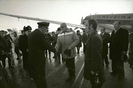 Urho Kekkonen vieraili Porissa tulvavuonna 1975. Hän saapui kaupunkiin ilmavoimien pienkoneella.