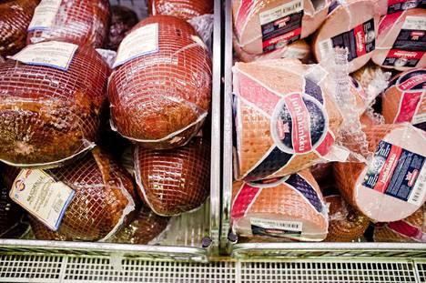 Lihatiedotuksen kyselyn mukaan suomalaiset suosivat nykyään pieniä, verkkoon pakattuja kinkkuja.