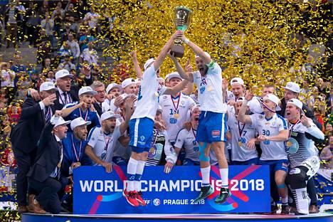 Suomi juhli toisen kerran peräkkäin maailmanmestaruutta.
