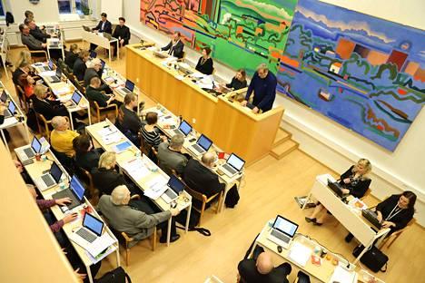 Valtuutettuja Nokian kaupunginvaltuuston kokouksessa maanantaina 12. joulukuuta.