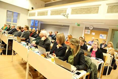 Vihreiden ja vasemmistoliiton valtuustoryhmät ovat esittäneet Nokian kaupunginhallitukselle kirjallisen kysymyksen vanhushoidon tilasta.