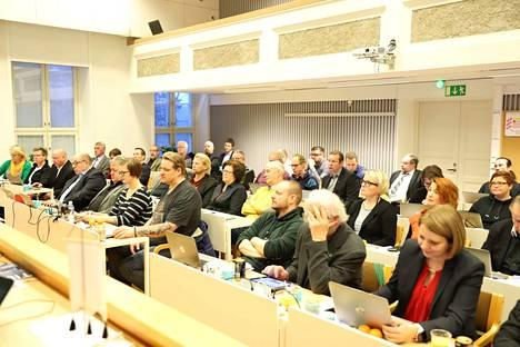 Nokian kaupunginvaltuustoa talousarviokokouksessa maanantaina.