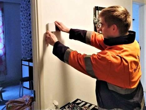 Asuntoon asennettava anturi mittaa lämpötilaa ja kosteutta.