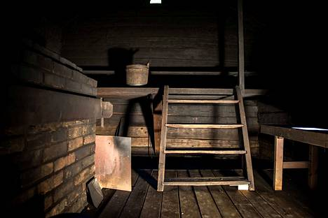 Sauna kuuluu suomalaisiin juhlaperinteisiin. Entisaikaan saunominen oli joulunvieton tärkein tapahtuma.