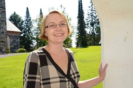 Ella Viitaniemi teki gradunsa Kokemäen kirkon rakennusvaiheista jo vuonna 2003, ja vuonna 2012 hän väitteli samasta aiheesta tohtoriksi.