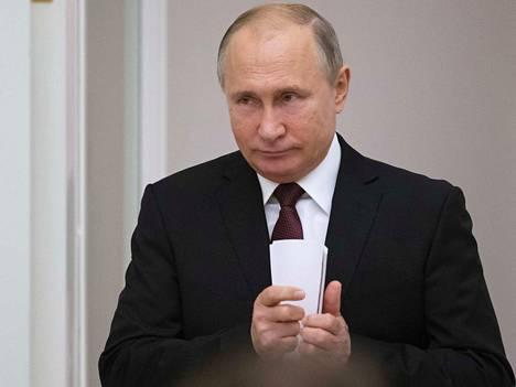 Venäjän presidentti Vladimir Putin toivoi, että kaatopaikat viedään mahdollisimman kauaksi ihmisten asumuksista.