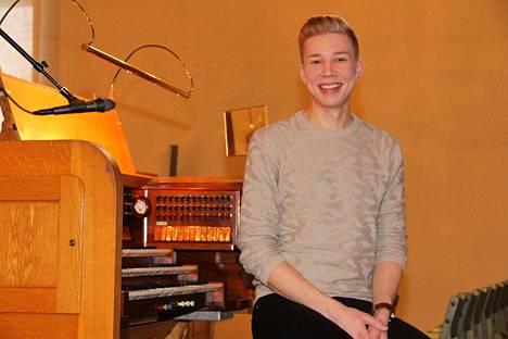 Pasi Nieminen pitää klassisesta musiikista, kirkkomusiikista, mutta myös kevyemmästä suomalaisesta musiikista. Etenkin tangolaulaminen viehättää häntä kovasti.