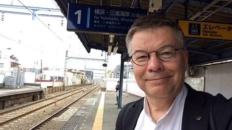 Geenitutkija, professori Juha Kere käy säännöllisesti Japanissa tutkimusyhteistyön takia. Suomeen paluu ei houkuttele häntä.