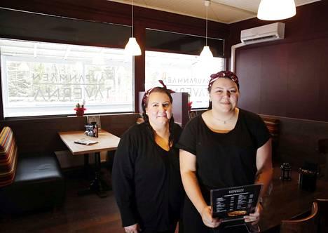Pia ja Ada Wessberg aloittivat tavernan pidon joulukuussa. Sitä ennen liiketila ehti olla pari kuukautta tyhjillään.