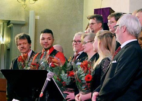 Vilppulan Mieslaulajat konsertoivat Mäntän kirkossa solistinaan Tino Palmroth.