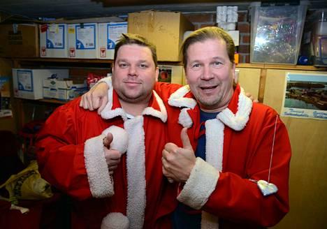 Valkeakosken ankanuiton mainio juontajakaksikko Mikko Töyssy ja Risto Rautiainen lähtivät mukaan joulupukkileikkiin, ja ovat mahdollisuuksin mukaan koskilaisten vapunvietossa äänessä ensi kerrallaankin, kun ankanuitto täyttää kymmenen vuotta.