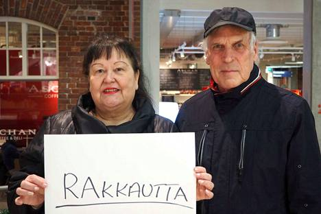 Pariskunta Brita-Helena ja Esa Railola toivovat rakkauden täytteistä joulua.