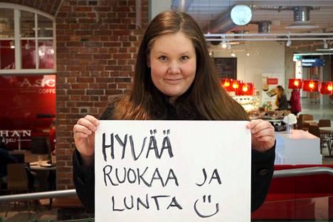 Maukas ruoka sekä talvinen sää kuuluvat Janika Alangon joulutoiveisiin.