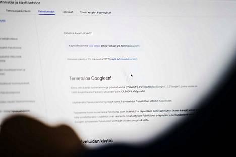 –Ehtoja päivittämällä Google yrittää tuoda esille, että yksityisyys on heille tärkeää ja minimoi riskiä siitä, että viranomainen nostaisi heidät tikunnokkaan, sanoo tietosuojaan ja teknologiajuridiikkaan erikoistunut Jukka Lång.