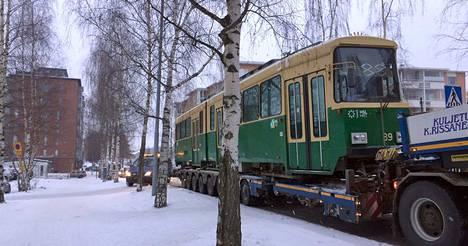 Raitiovaunu tuotiin Tampereelle tänään perjantaina päivällä.