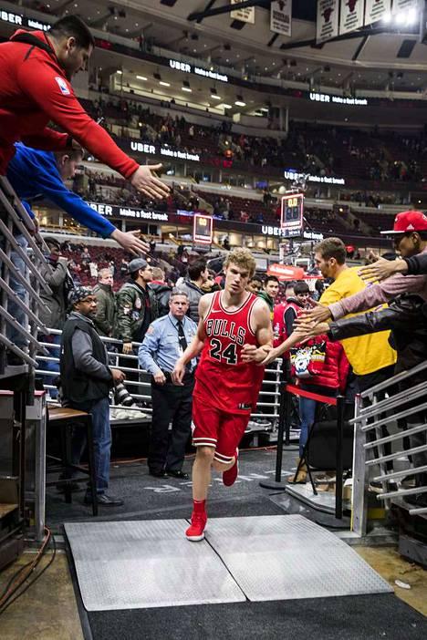 Lauri Markkanen pelasi vuonna 2018 itsensä suomalaisen ja amerikkalaisen urheilukansan tietoisuuteen. Aamulehti haastatteli supertulokkaan Chicagossa ja pääsi näkemään NBA-ammattilaisen arjen.