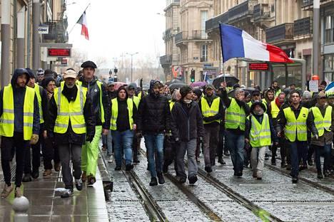 Keltaliivien protestit ovat jatkuneet jo viikkoja.