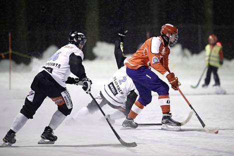 Viime kaudella Paavola pelasi Bollnäsissa Ruotsissa.